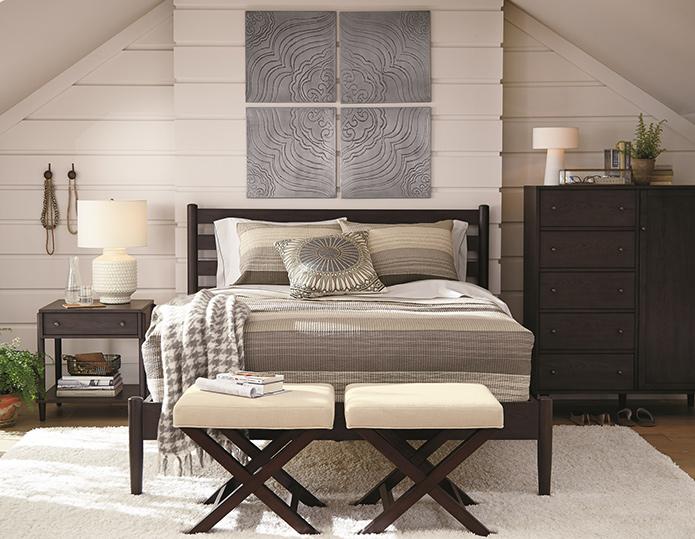 Stilinizi belirleyin Yatak odanıza stil ve incelik katmak elinizde. Crate and Barrel ile doğayı odanıza taşıyan şık figürler ve özel tasarım ürünlerle Provence stilini ya da desen ve renklerin uyumuyla dinamik bir tarzı yakalayabilirsiniz. Stilinizi yansıtmak için nevresimlerinizi, özgün desenlerde ve farklı renklerde çarşaf ve yastık kılıflarıyla kombinlemek iyi bir tercih olabilir.